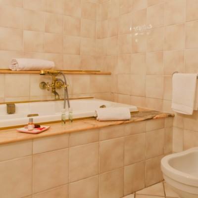 Vasca con doccia Camera Quadrupla Agriturismo Lecce